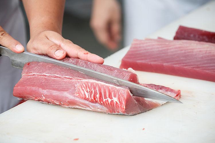 Articolo: ``Pesce crudo, attenzione all'anisakis Cottura o abbattitore per eliminarlo``